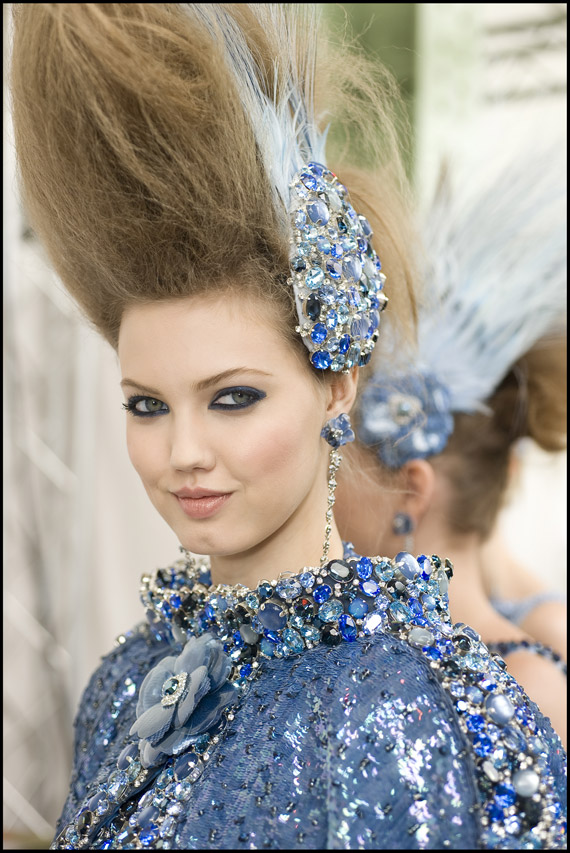 On Heads at Paris Fashion Week Couture Shows (4/6)