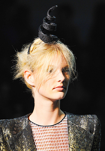 On Heads at Paris Fashion Week Couture Shows (3/6)